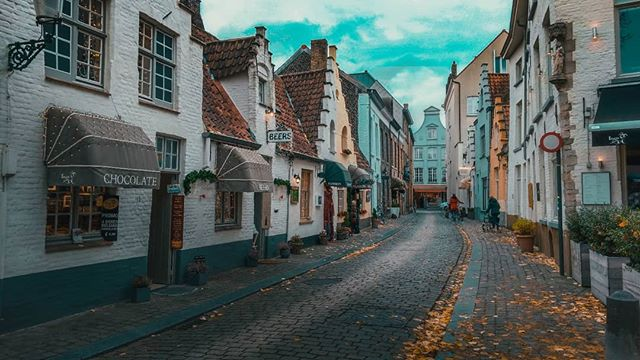 Bruges, the pretty little fairy tale-ish ciy has a special place in my heart!